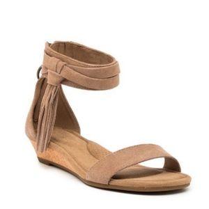 KOOLABURRA by UGG tan suede wedged sandals NWT